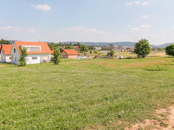 Pozemek v Černošicích